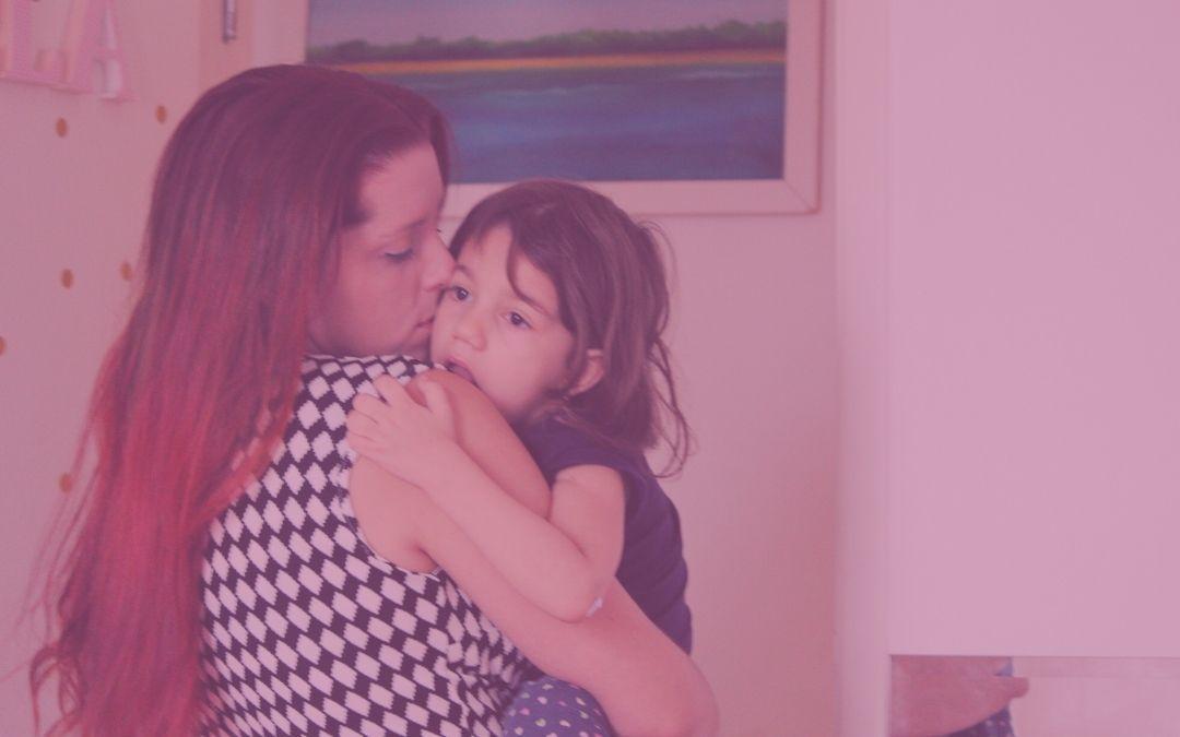 Ser feliz vivenciando a infelicidade na maternidade atípica.